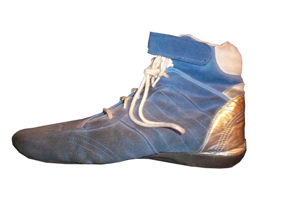 10-riggsshoes-rshoe2